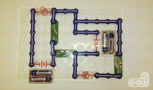 Электронная цепь на конструкторе Знаток с лампочкой